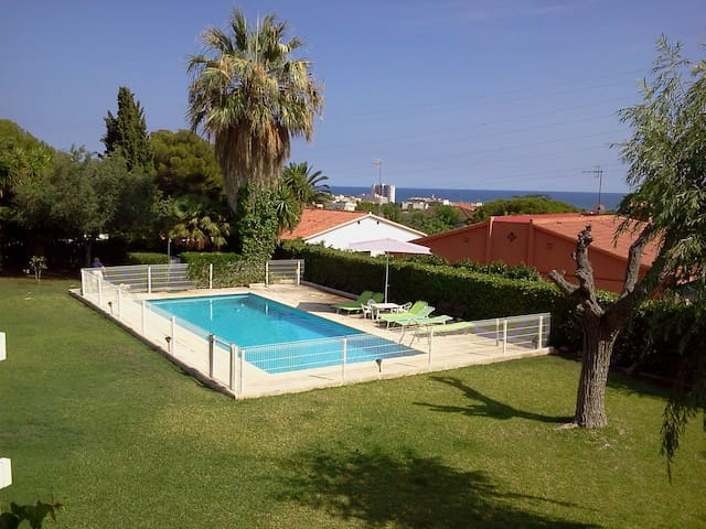 Casa con vistas al mar y jardín - Coma-ruga, El Vendrell - Hus