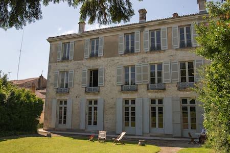 Hotel de Bobéne, suite familiale , 2 chambres, SdB - Saint-Jean-d'Angély