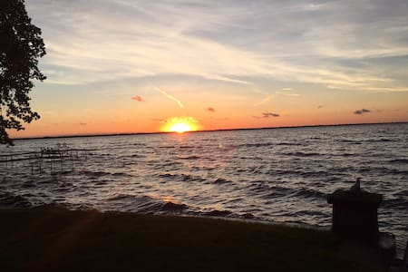 Lake House with 60' Sandy Frontage - Fond du Lac