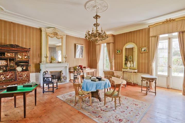 Hotel de Bobéne, suite familiale , 2 chambres, SdB - Saint-Jean-d'Angély - Apartament