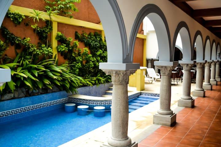 Su casa lejos de casa HotelColonial - San José - Bed & Breakfast