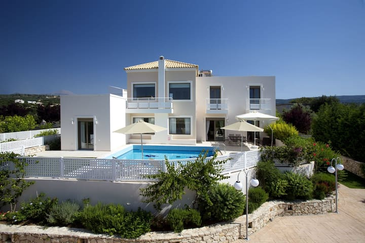 Relaxation & Views at the Village, Villa Antonios - Σκουλούφια