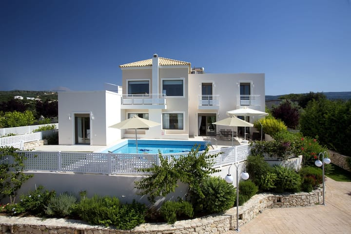 Relaxation & Views at the Village, Villa Antonios