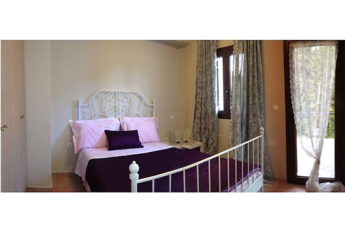 Bedroom No2 w/ double bed