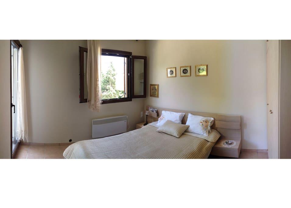 Bedroom No1 w/ double bed