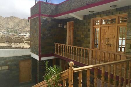 Ladakh view homestay nr Leh palace - Leh - Szoba reggelivel