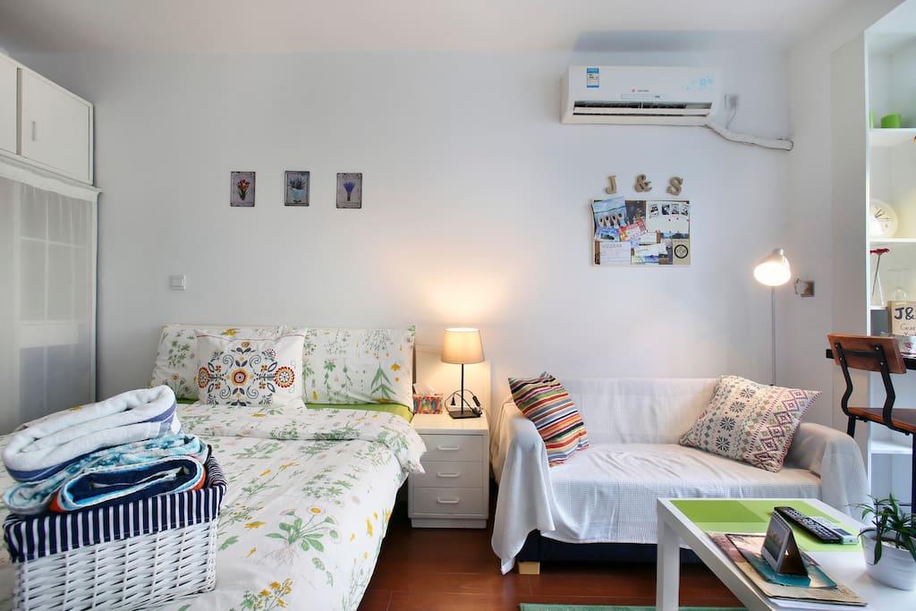 cozy bedroom  温馨卧室的全貌