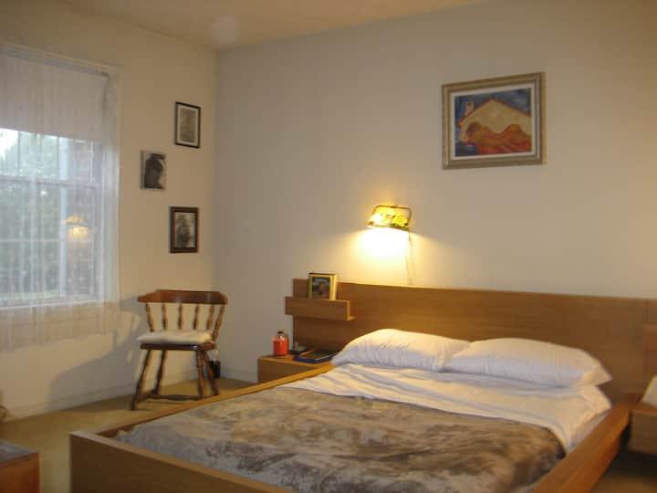 1 BR w/Bath in 3 BR Condo/Apartment