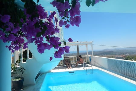 Peggy's Villa: with pr. pool in Athens Outskirts - Dasamari - 別荘