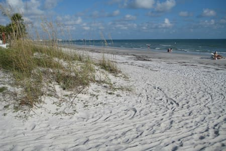 Studio Sleeps 4 Redington Beach, FL - Redington Beach