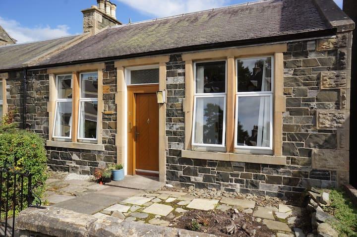 Dale Cottage, cosy cottage & garden