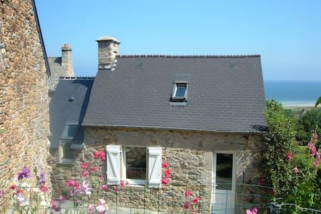 Maison typique du Cotentin - Urville-Nacqueville