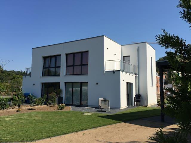 neues Bauhaus Stadtnah im Grünen - Lüneburg - Dům