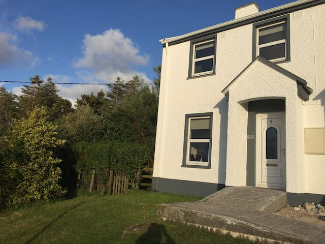 Dungloe Cottage & Sea View:Sleeps 6 - Dungloe - House