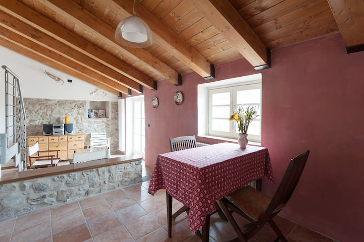 TERRACE WITHIN HILLS AND THE SEA - Ponzano Superiore  - Appartement