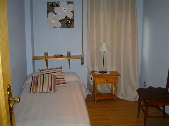 Room with wifi and private bathroom - Madrid - Hus
