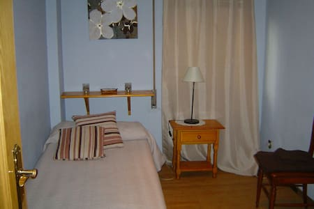 Room with wifi and private bathroom - Madrid