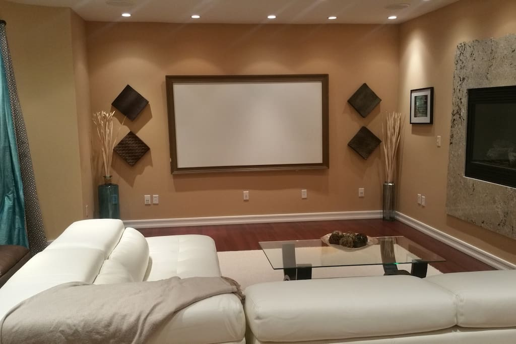 Living room + Projection Screen