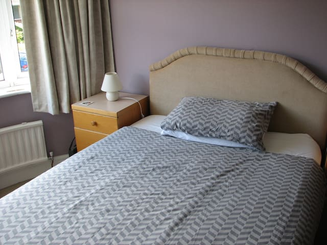Double room, shared bathroom - Lancaster - Ev