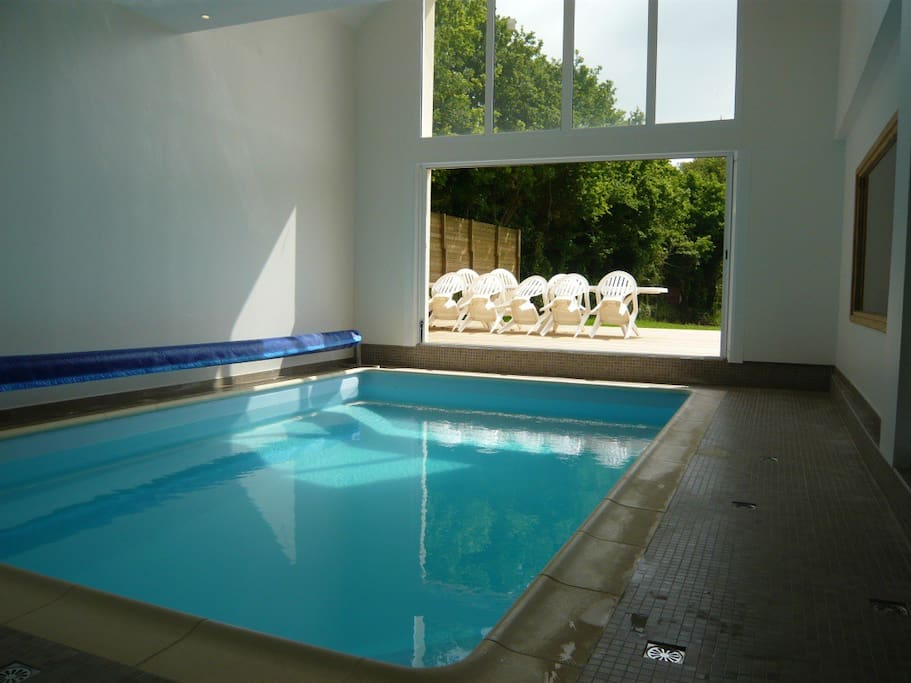 Maison avec piscine int rieure houses louer locoal mendon brittany france - Airbnb piscine interieure ...