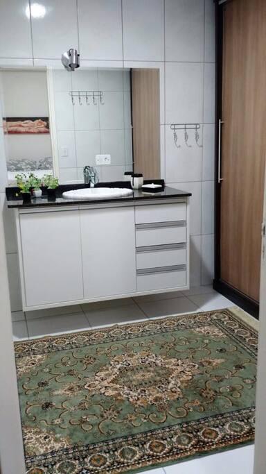 Banheiro c/ Closet Integrado