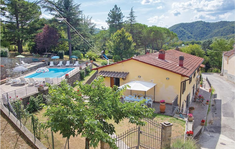 Holiday cottage with 4 bedrooms on 140m² in Dicomano FI
