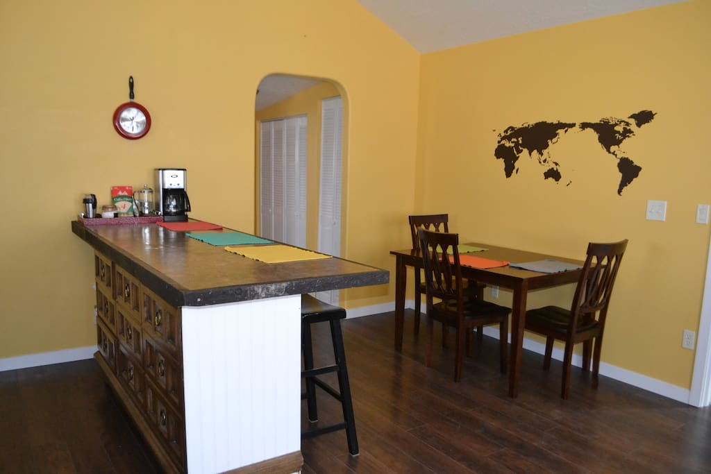 Kitchen bar/dining area