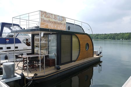Design-Hausboot festverankert fixed - Berlim