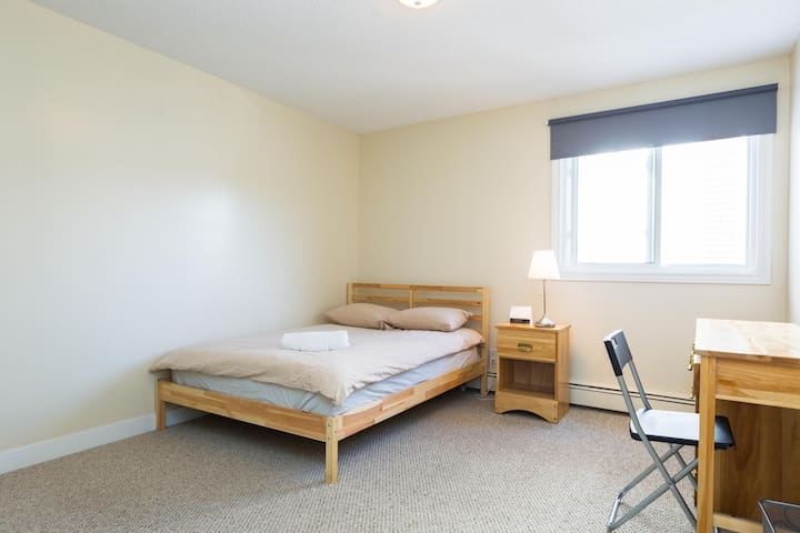 Close to University of A - Edmonton - Pis