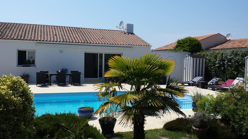 B&B in seaside villa with private pool, France