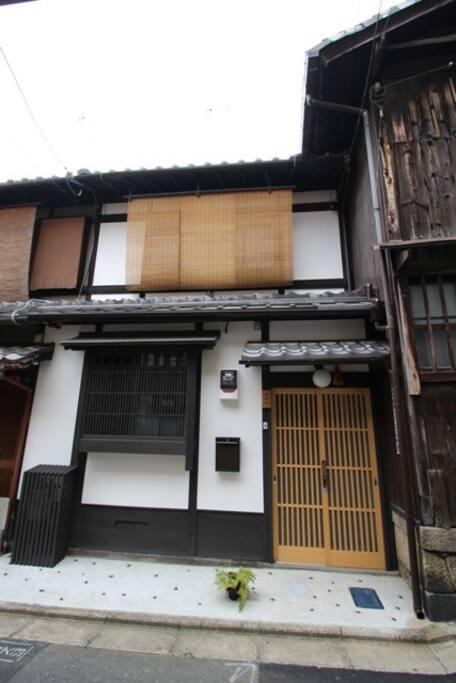 'Machiya Tsubara'- front entrance.