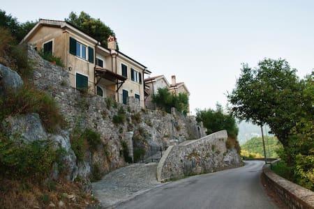 Delizioso nido tra collina e mare - Tortorella - Apartamento
