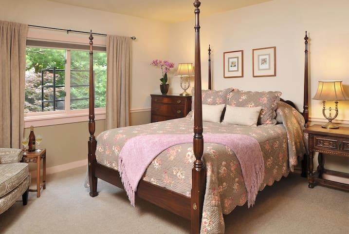 Cozy Angell Room-Garden View - Canandaigua