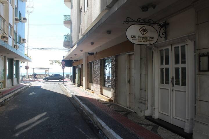 Kitnet na Avenida Atlantica, frente à ilha (ap.11)