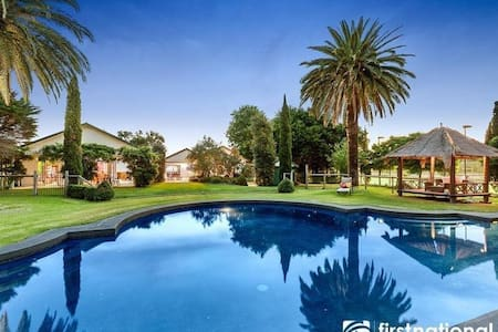 Springfield Country Retreat at Lysterfield Lake