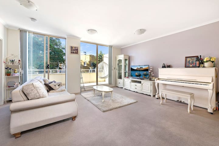Great Location! Open, Light, Cosy & Romantic - Ashfield - Apartemen