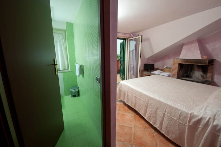Alla Quercia B&B , LILLA ROOM - Monterotondo - Bed & Breakfast