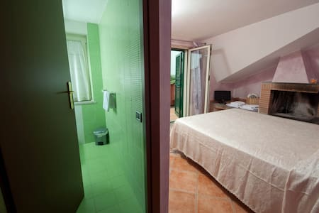 Alla Quercia B&B , LILLA ROOM - Bed & Breakfast