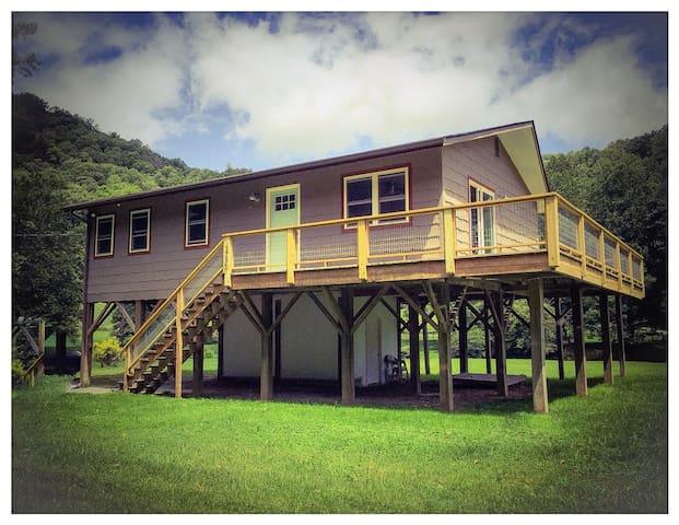 Modern River Cottage with Views - Sugar Grove - Casa