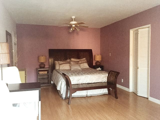 Spacious Suite Bedroom-private bath - Los Angeles - House