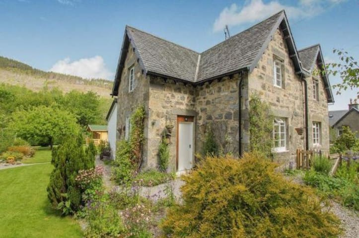 Tranquil Cottage in The Highlands
