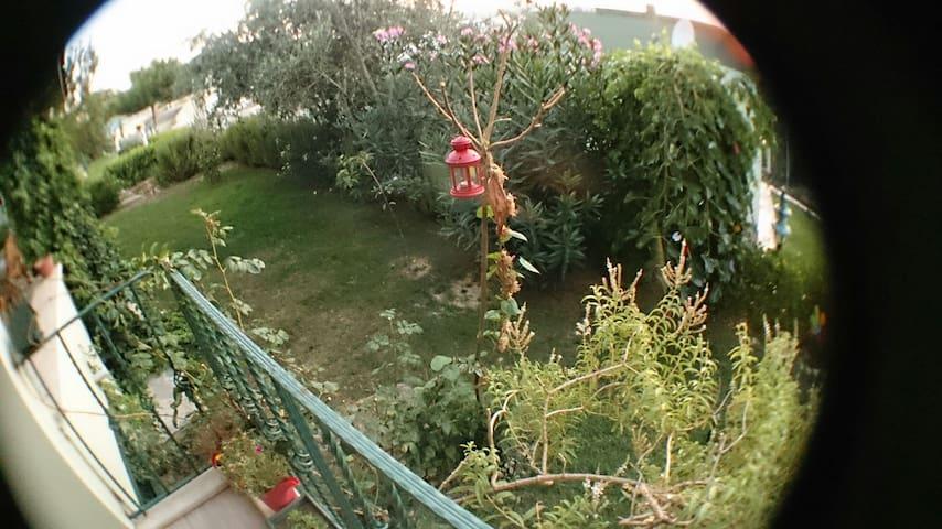 Burhaniye Pelitköy  müstakil 2 katlı yazlık ev