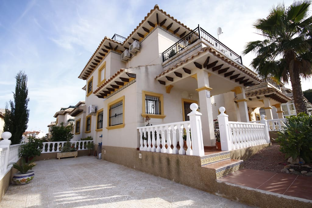 This modern, luxurious, spacious, cosy and homely villa , boasts everything holiday seekers require