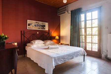 Cozy Room - 10minMetro + Balcony! - Ilioupoli - Bed & Breakfast