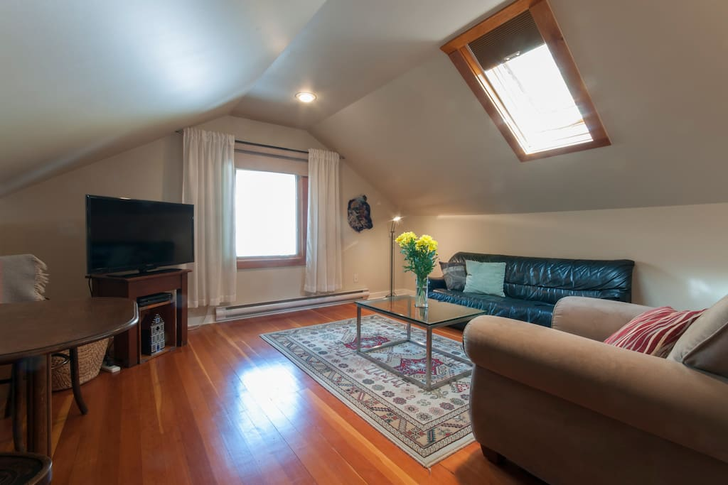 Bright private cozy second floor suite lofts for rent in for Columbia flooring canada