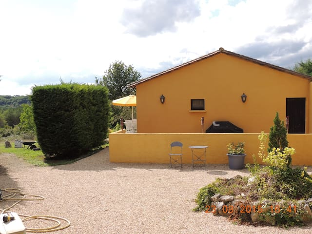 Norwegian owned guest house, pool - Beaumont-du-Périgord - House