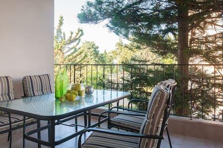 Ample Room - 10minMetro + Balcony! - Ilioupoli