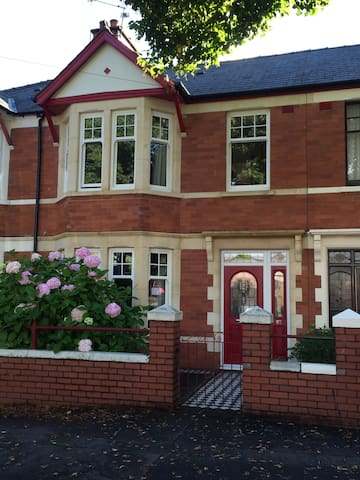 Room in smart & stylish period home - Cardiff - Rumah