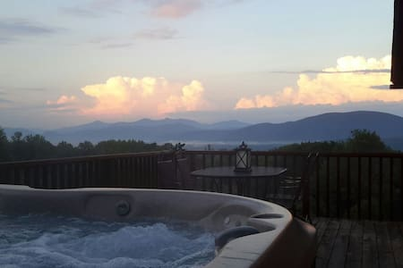 Master bdrm, outdoor Jacuzzi hot tub - Wallingford - Aamiaismajoitus