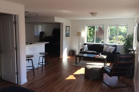 Large studio w/ view of downtown!